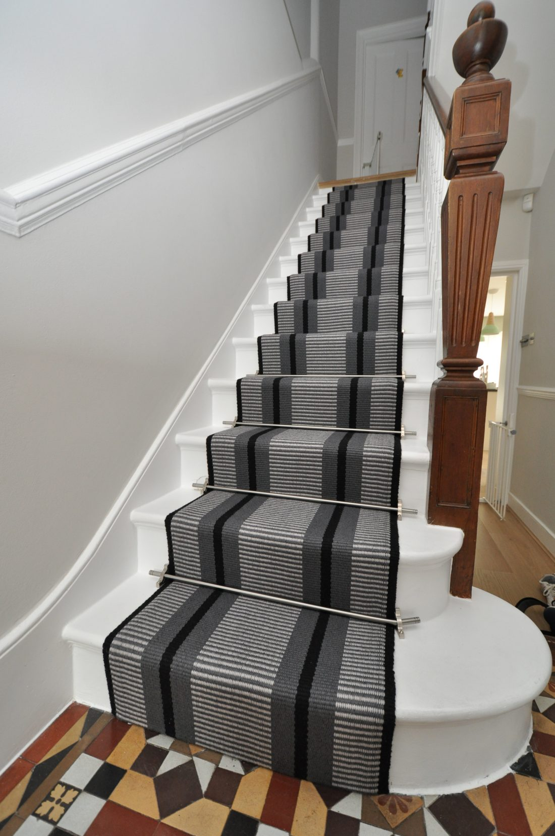 Point 1 60cm With Austin Stair Rods Curved Rod Bottom